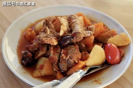 这样炖羊肉鲜美不膻肉嫩多汁,不用油不用水只要倒罐它,开锅瞬间看傻了