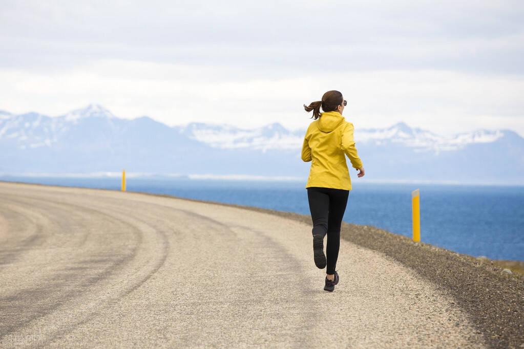科学跑步的方法,牢记这3点,强化体能耐力,促进身体燃脂!