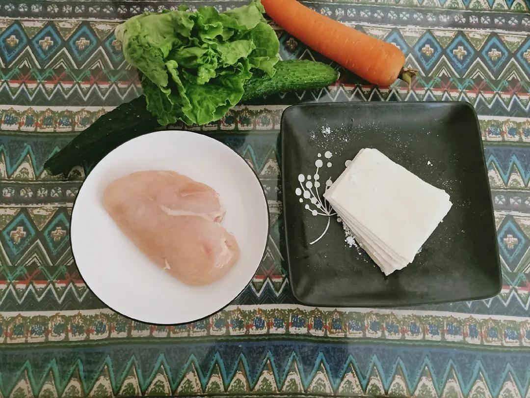 鲜嫩鸡肉和脆爽鲜蔬的完美搭配,10分钟,不到300卡!