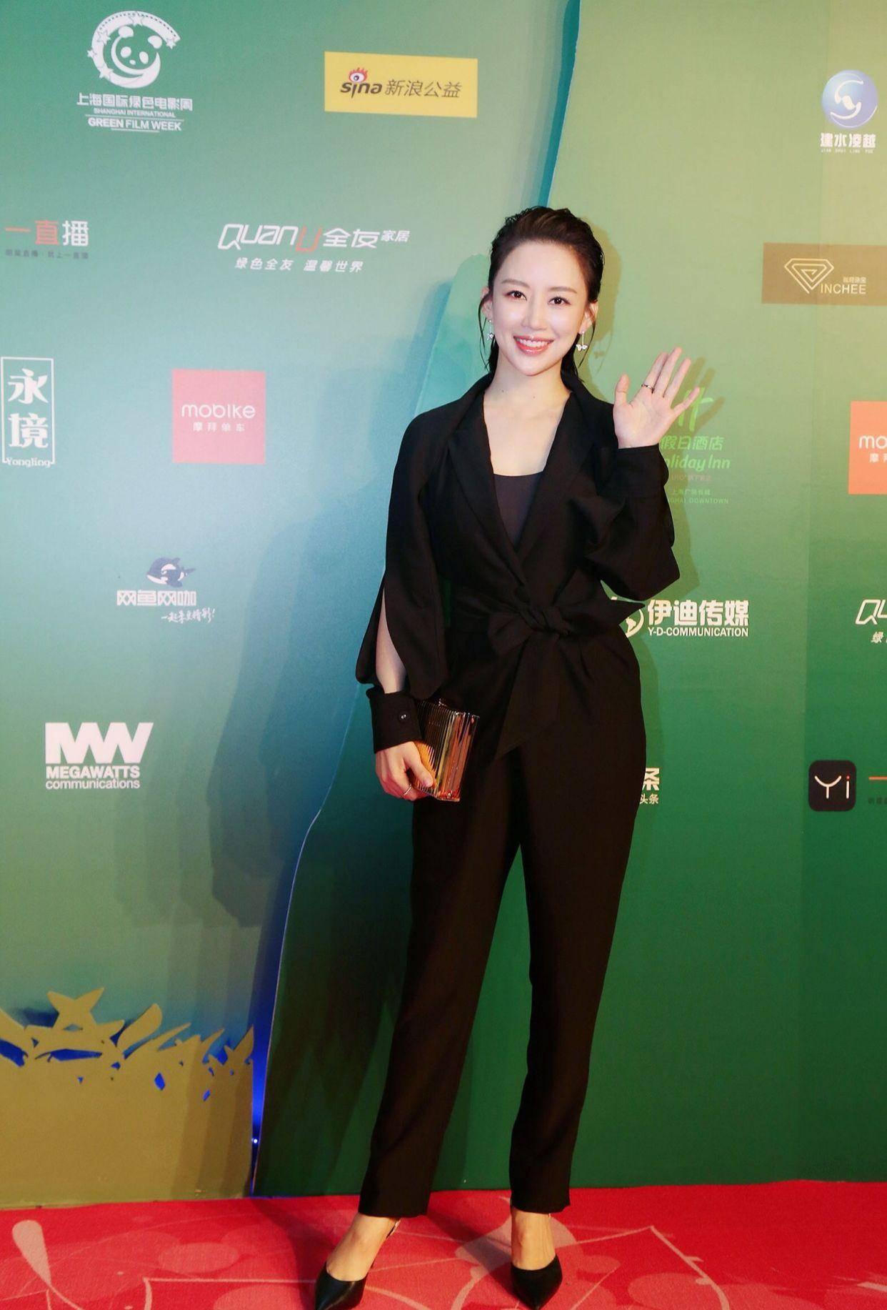 26岁台球界第一女神,身材颜值不输潘晓婷,如今自曝依然单身