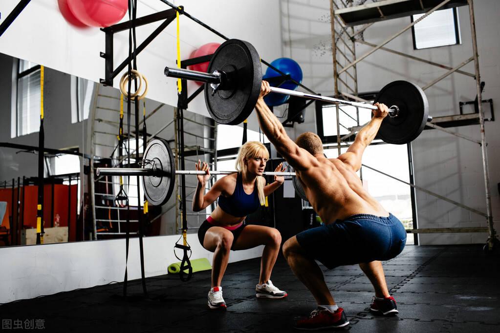 """坚持""""吃、睡、练""""3个增肌原则,让你高效增肌,减少脂肪堆积"""