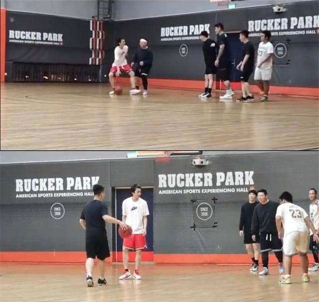 网友偶遇蔡徐坤郑恺打篮球,看来是真的喜欢打球,篮球校草!
