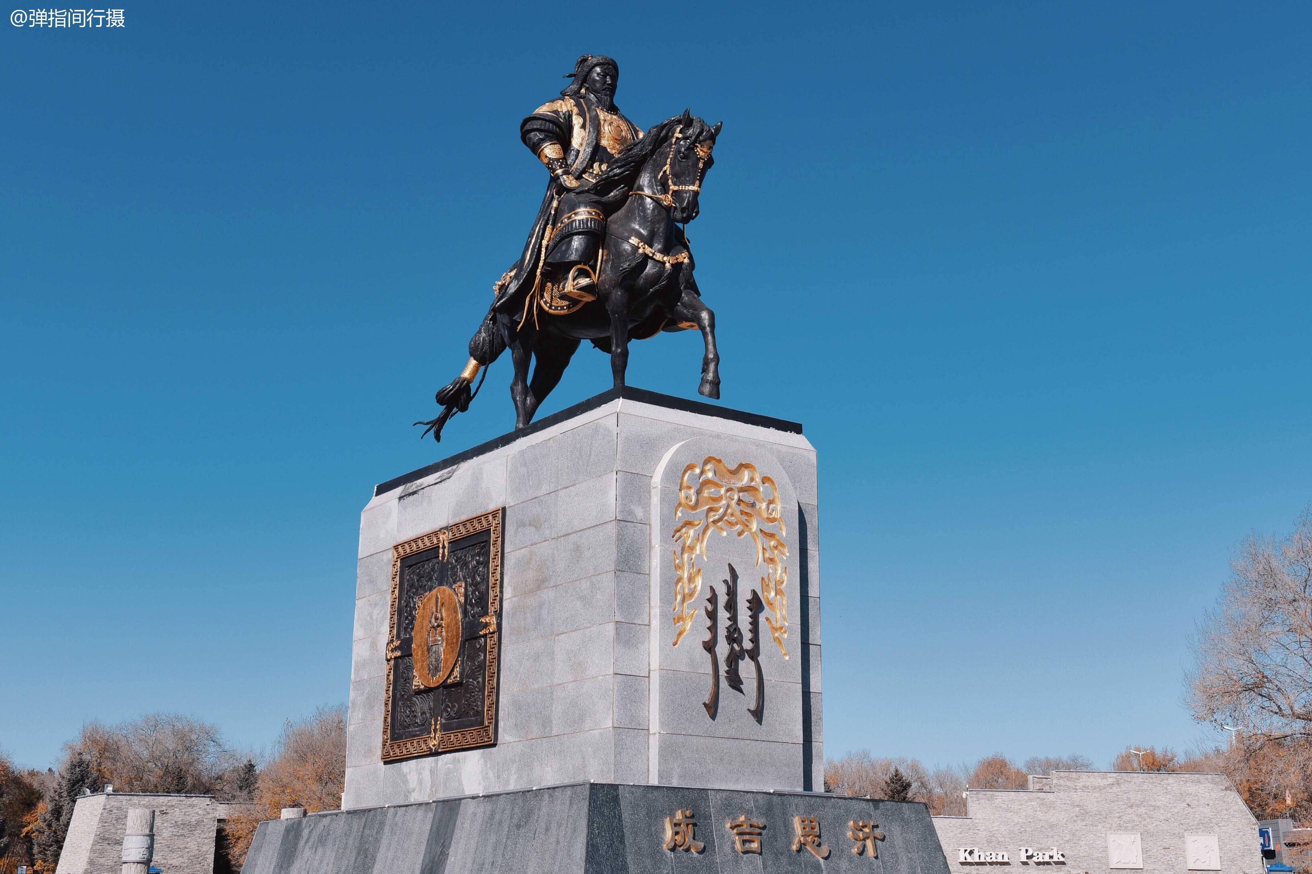 乌兰浩特成吉思汗照片
