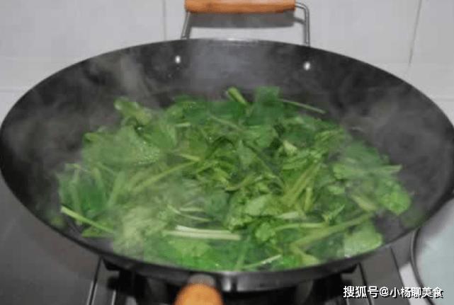4种蔬菜吃前定要焯水,要不吃了会肚子疼,别怪没告诉你