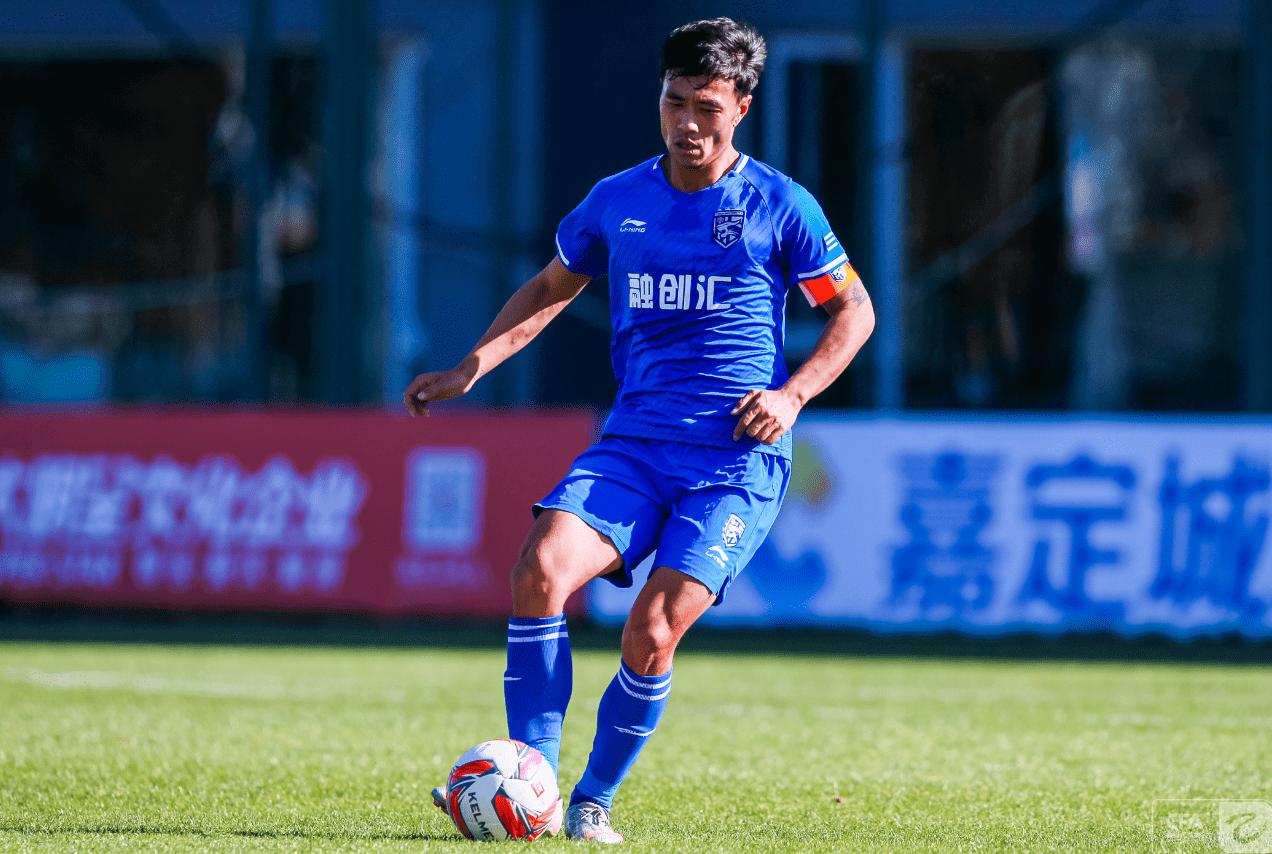 中乙|队长周恒建功,武汉三镇1比0迎三连胜,继续领跑积分榜
