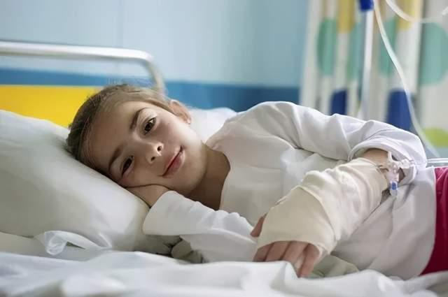 大人小孩一生病就输液害了太多人?警告:出现3种不良反应要重视