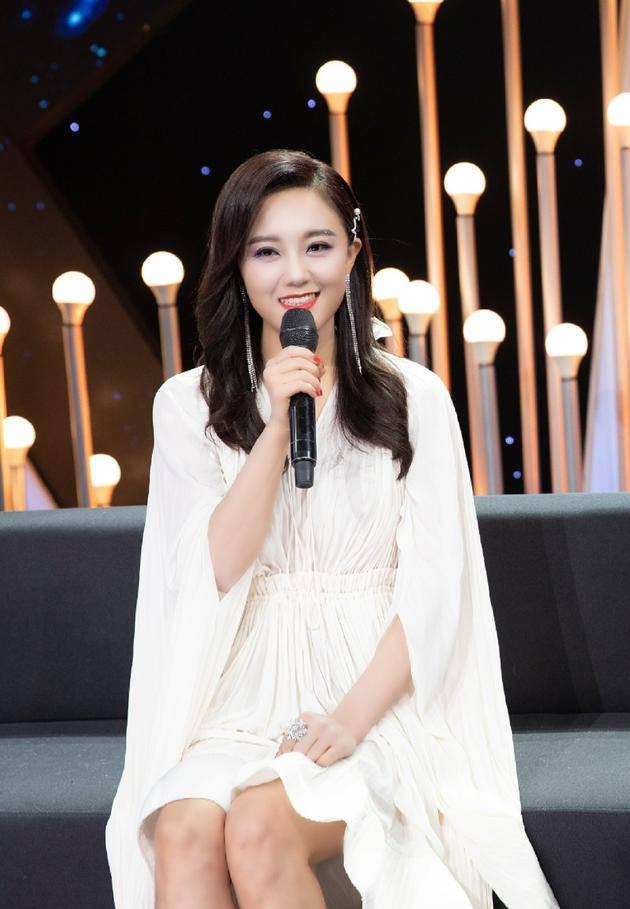 """玖月奇迹王小玮获抗疫战士勋章  被赞""""正能量偶像"""""""