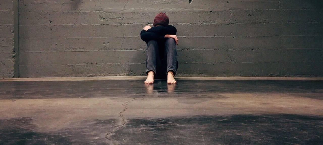 百事3注册年轻人崩溃在出租屋:被骚扰、被骗进传销组织、3年搬家15次