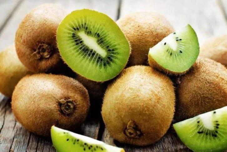 晚上吃完晚饭之后,不妨吃此些水果,还能起到安神助眠的作用