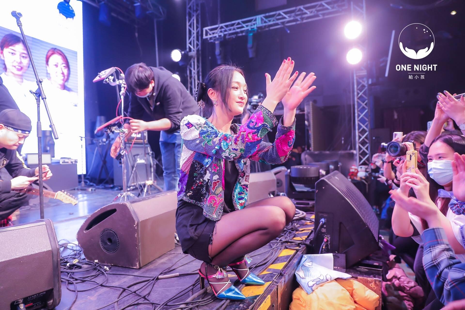 """周迅""""ONENIGHT给小孩""""公益live开唱用音乐传达爱与陪伴"""