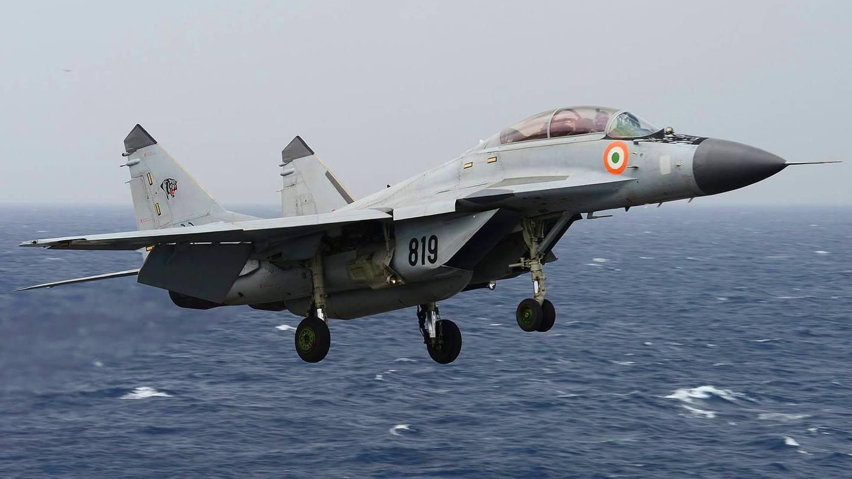 印度海军舰载战斗机突然坠海!1年内3次出事,已经摔掉十分之一