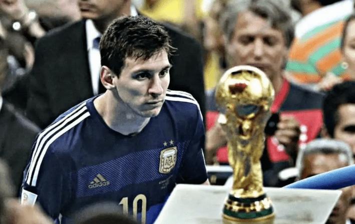 阿根廷终于发现优秀中卫!这对年轻搭档未来可期,梅西成最大赢家
