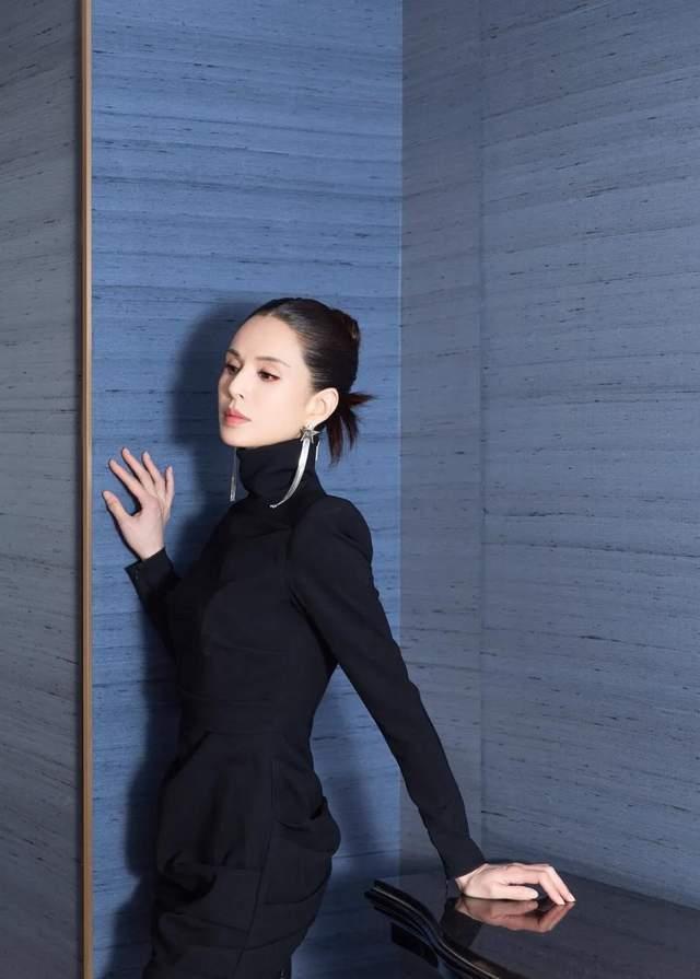 83版小龙女扮演者翁静晶:为爱退出娱乐圈,55岁再嫁赌王堂侄