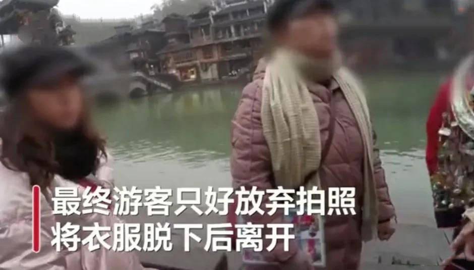 给凤凰古城出个主意,限制游客自拍,不如要求手机