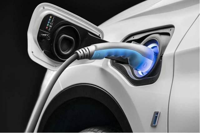 混合将成为明年汽车市场的新趋势!各种插电式新车即将上市,油耗低至1.1L