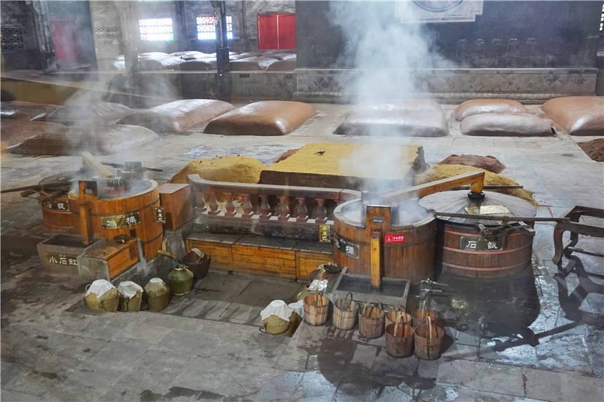 原创             四川泸州江阳区有个特殊的博物馆,展示了清代1615口酿酒窖池群