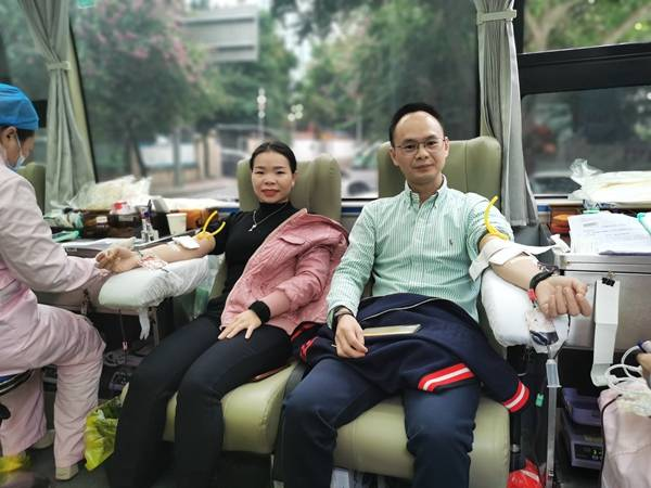 """完美(中国)福建分公司第十七届""""百城千店、万人献血""""福州站活动隆重举行"""