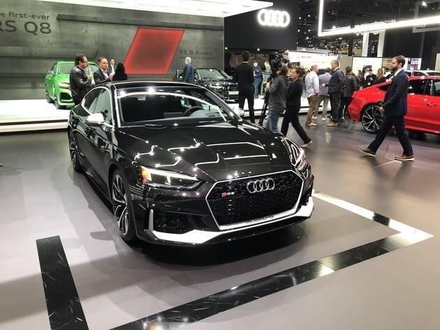 全新原版奥迪RS5黑豹版来了,限量100台。这幅全黑的画非常丰富和英俊