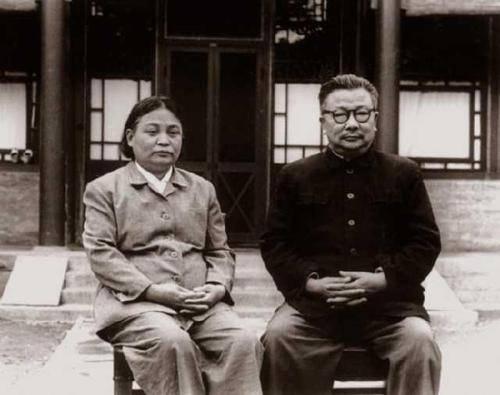 1951年武汉枪决汉奸,李克农及时赶到刑场救下一人,此人究竟是谁?
