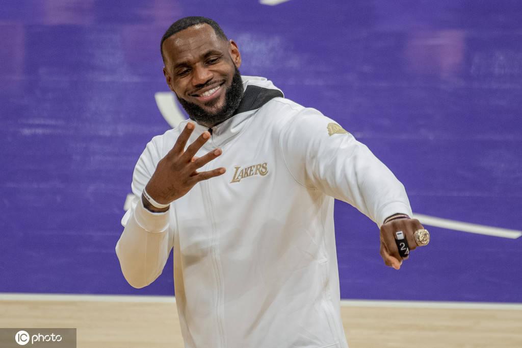 詹皇:愿为篮球支付一切 但我在场下影响力更大