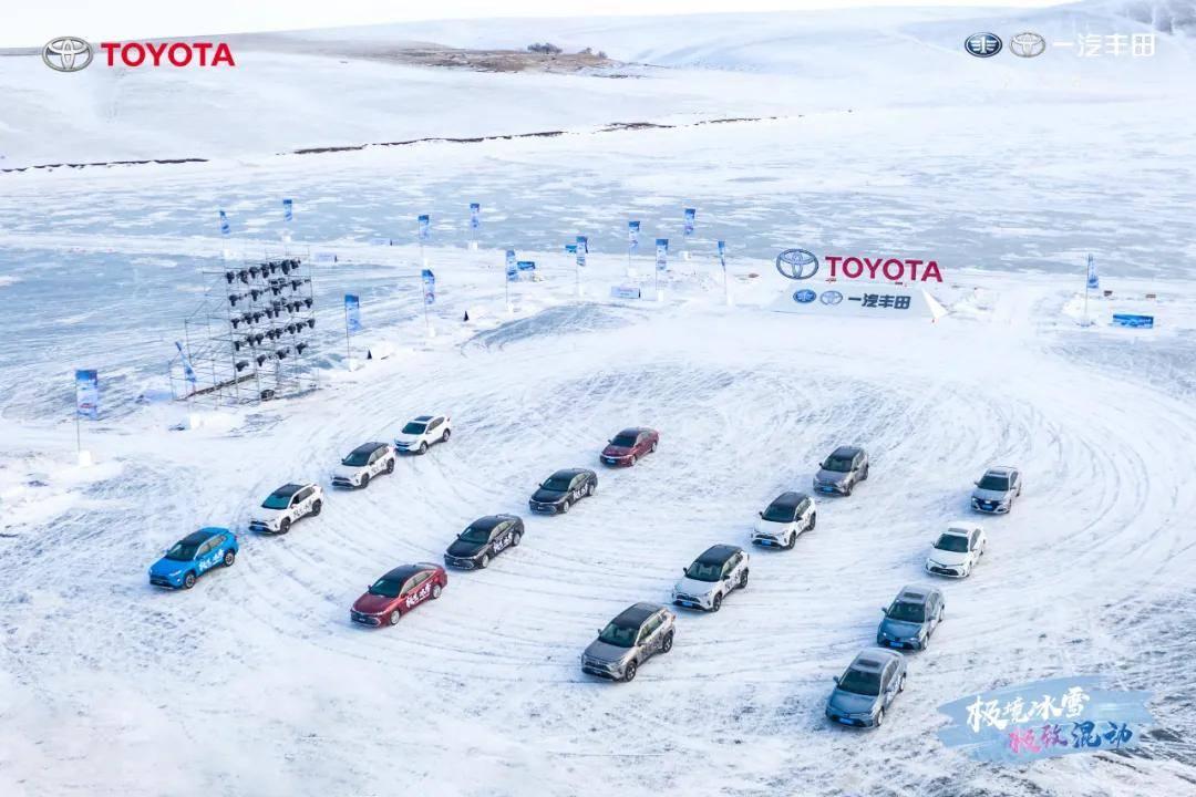 零下30度结冰的湖面上体验双引擎F1赛道是什么感觉?