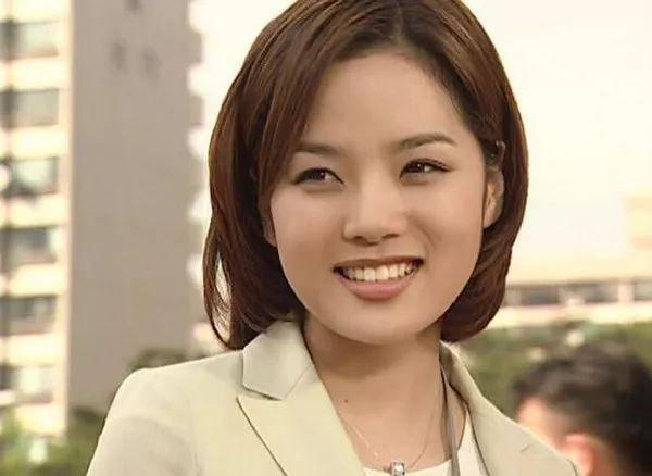 41岁蔡琳离婚后首晒正面照,开怀大笑难掩憔悴疲惫脸部松弛  第6张