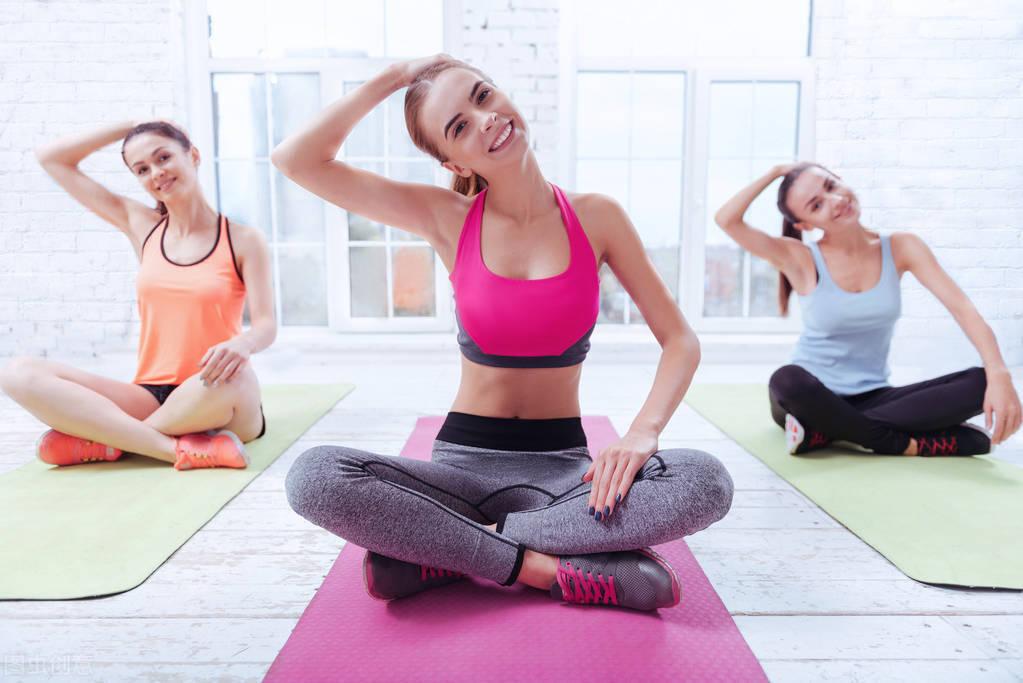 一组拉伸动作改善腰酸背痛,体态问题,初学者在家就可以练