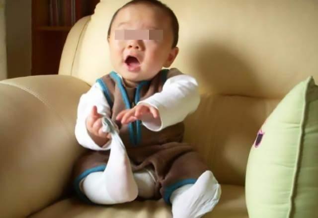 原创宝宝爱乱扔东西?先别急着纠正,这是大脑发育良好的信号