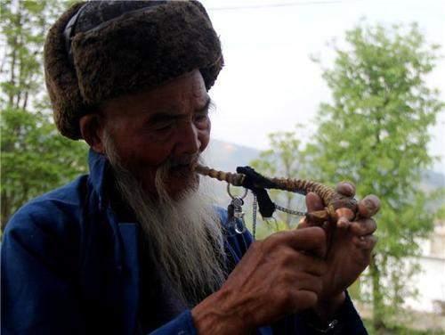 越来越多的老烟民改抽茶烟,难道茶叶做的烟就没危害了吗?告诉你