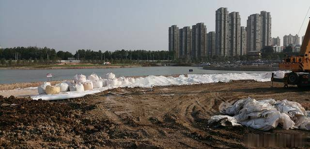 焦作新增1处人工沙滩,约500平米,在焦作迎宾馆南的沁泉湖公园