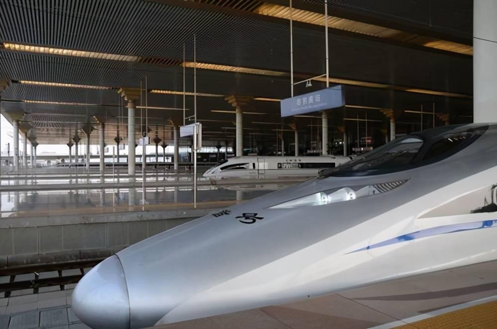 上海到成都的高铁,全长1985公里,建成后将串联众多旅游景点