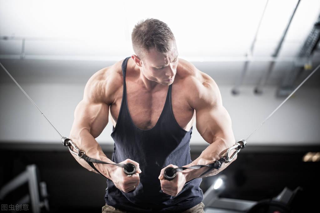 男人胖出来的胸没有任何意义!怎么才能练出拉丝胸肌?