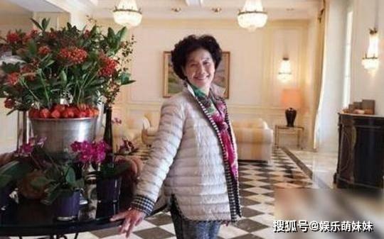 晒晒杨钰莹现实中的家,墙面都要刷成少女粉,一点也不像48岁了