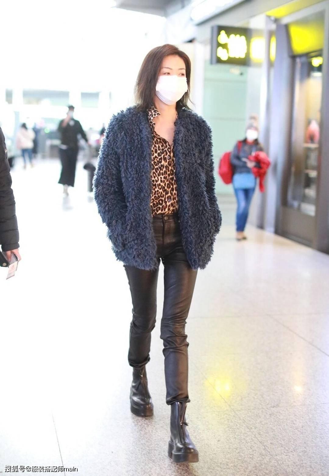 原创             万茜是有多瘦?一条谁穿谁显腿粗的紧身皮裤,她却穿不满全是褶皱