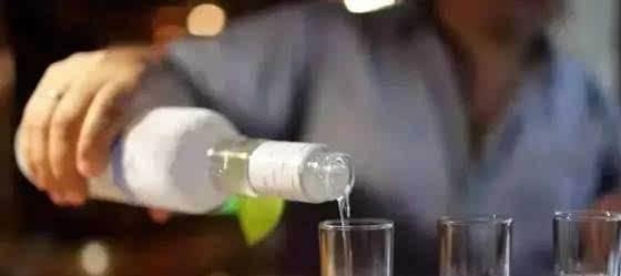 """原给你一瓶二锅头,这五个菜选一盘酒,选3应该是""""漏酒"""""""