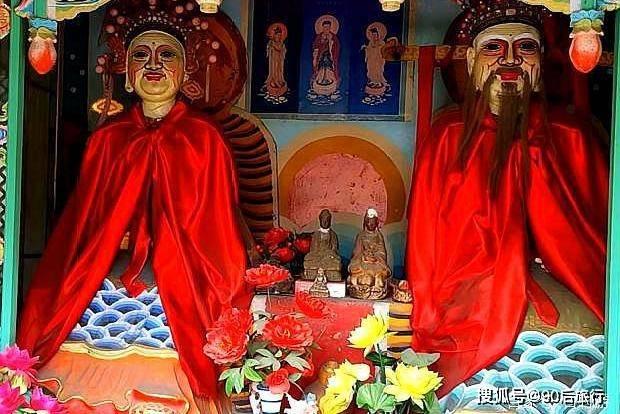 发现山西:五台山发现一座狐仙庙,庙内供奉着狐仙,就是塑像吓人  第4张
