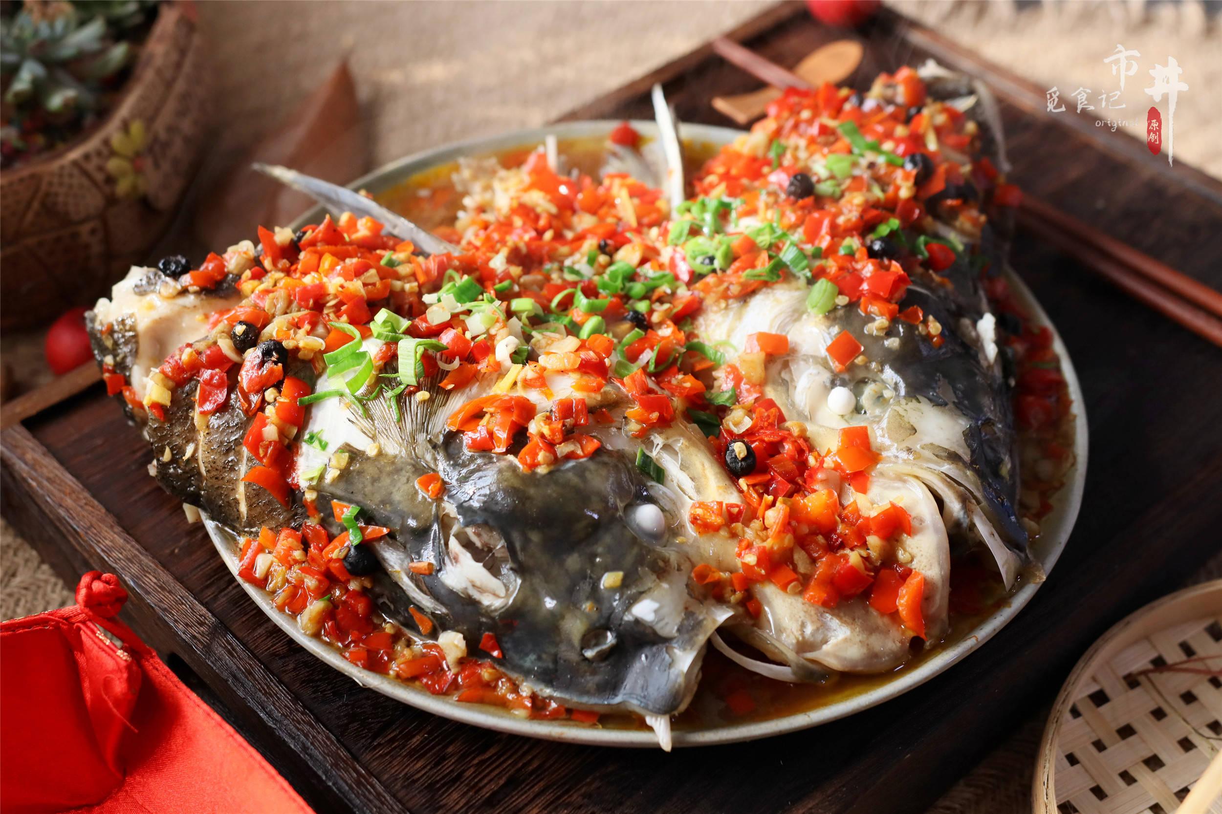 """做剁椒鱼头,不能直接上锅蒸,记住""""1腌1炒"""",鲜香不腥还入味"""