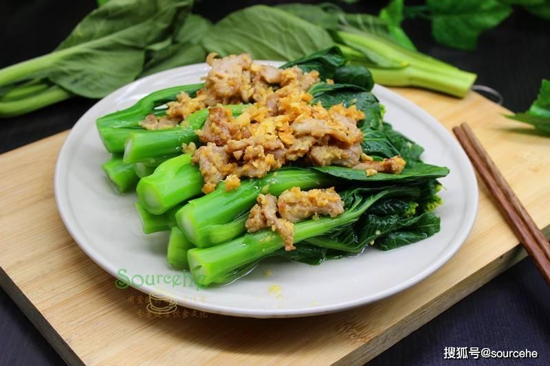 煮菜心时多加一步,颜色翠绿,鲜美多汁,又脆又甜,很好吃