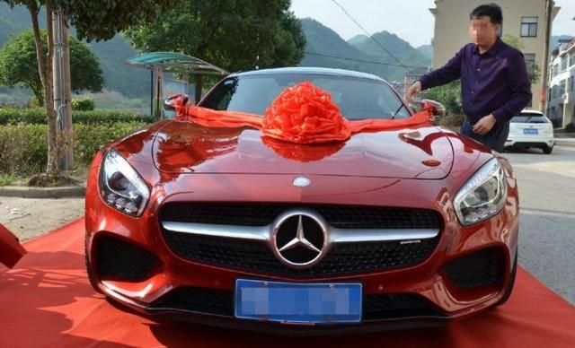买车时这条红布不能要,安全隐患大,老司机躲都来不及