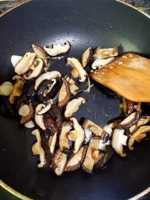 香菇滑鸡的做法,新手就能做!