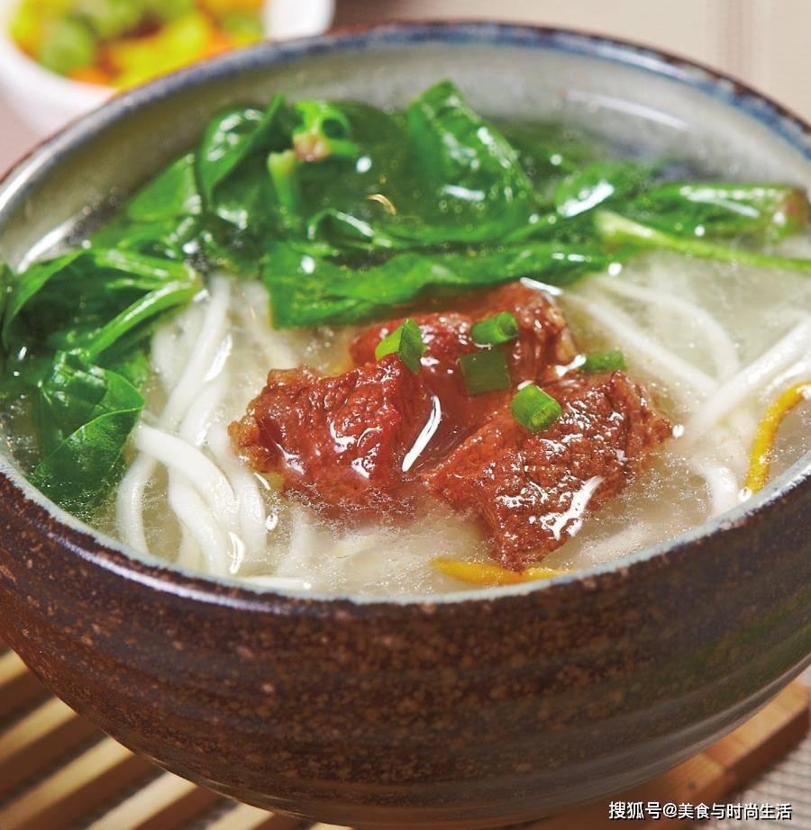 早餐来这样一碗热汤面,吃一口面,喝一口汤,一碗下肚,全身暖和