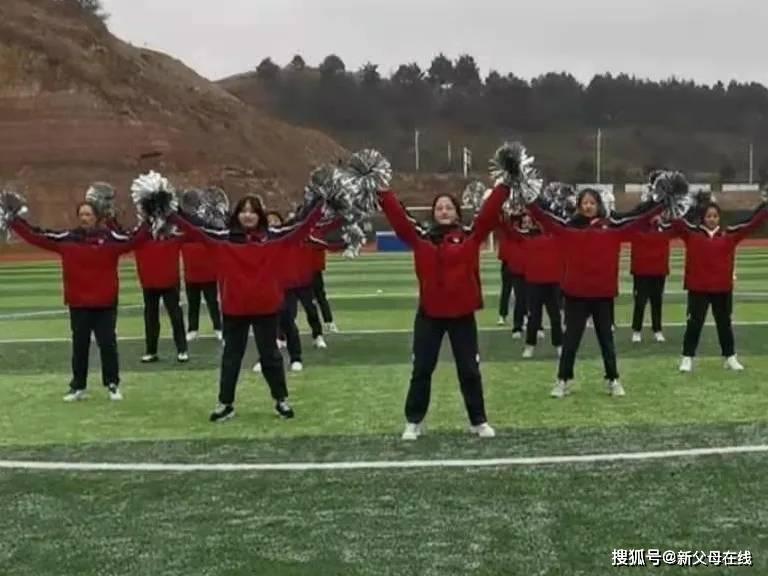 """""""绳""""采飞扬!华中师大一附中贵阳学校举办第一届拔河比赛"""