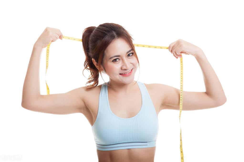 一个70多斤的女孩,跟一个100斤的健身女孩,哪个更吸引人?