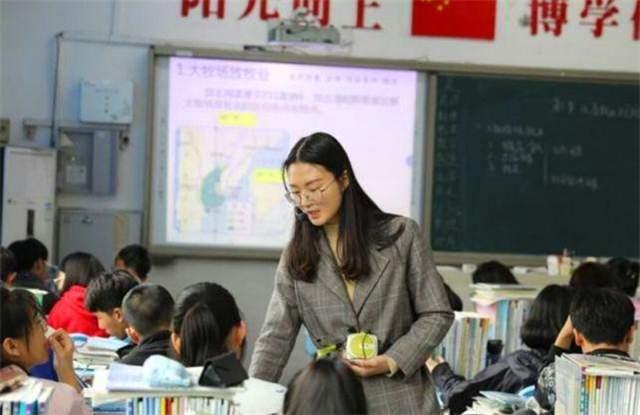 谈谈乡村教师,尴尬的边缘群体,出路在哪里?