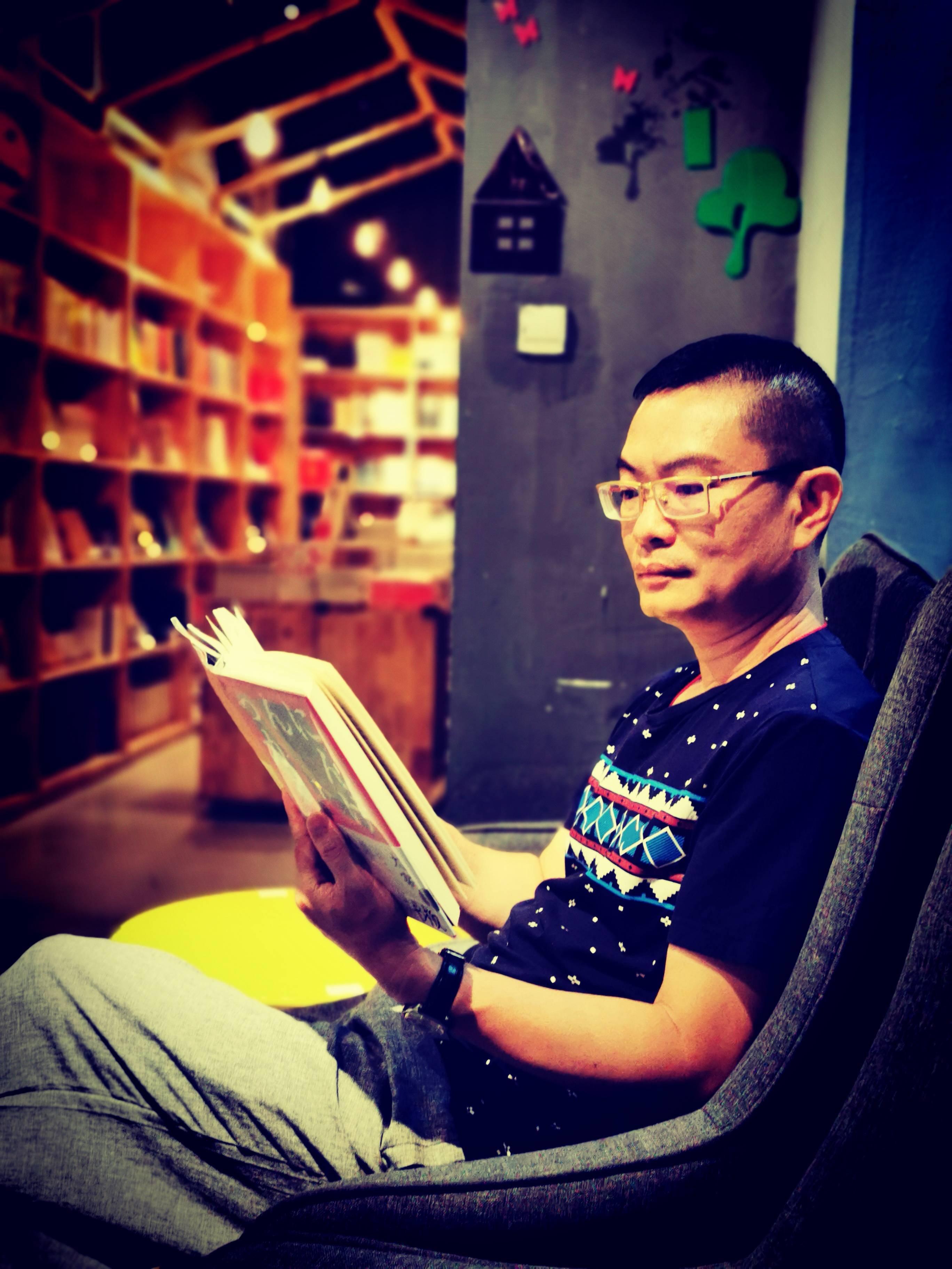 青年作家网签约专家专访‖关亮荣:以文字拓印时光、读懂彼此