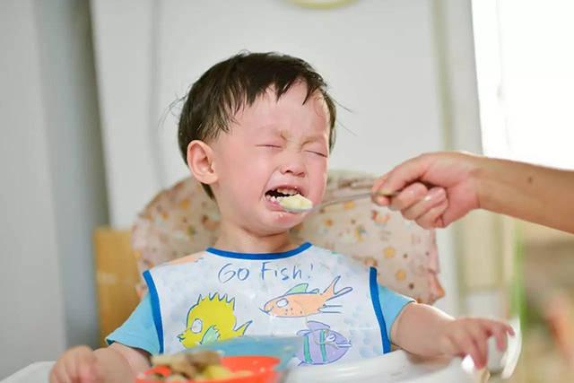"""7岁孩子体重堪比成年人,睡觉呼噜震天响,请家长别再""""劝饭""""了  第1张"""
