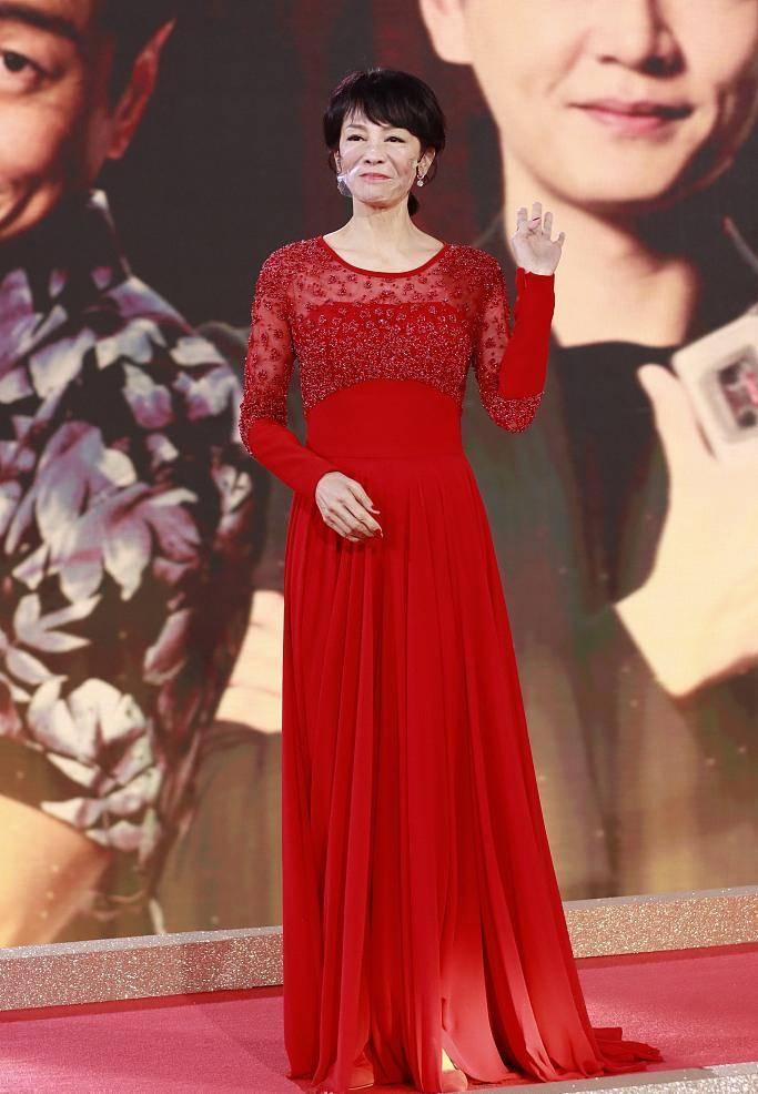 原创             众星汇聚TVB台庆,小花们比美秀性感,郑裕玲红裙端庄喜庆