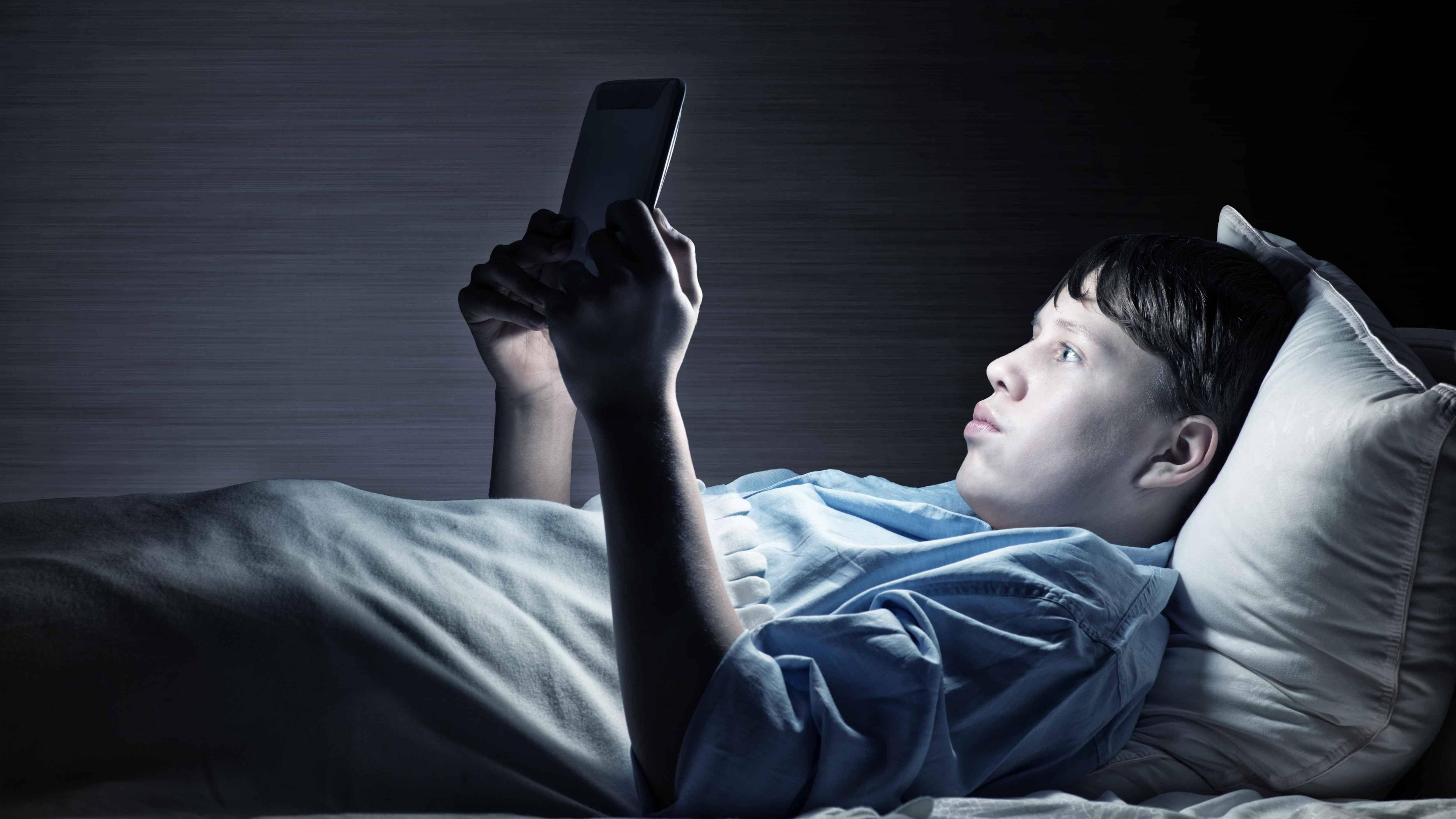 为什么手机用多了压力大?这个研究找到了原因