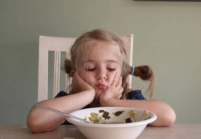 """7岁孩子体重堪比成年人,睡觉呼噜震天响,请家长别再""""劝饭""""了"""