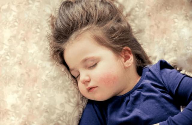"""问题婴儿霜致""""大头娃娃"""",给宝宝选择护肤产品,父母注意三点  第4张"""